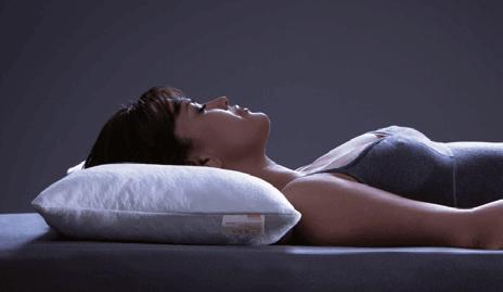 dormiente-Natur-Kopfkissen-Schlafposition-Rueckenlage