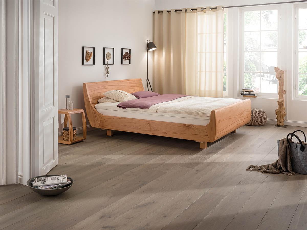 dormiente-Mola-Maxi-Massivholzbett-Bett-in-Komforthoehe-kaufen-Naturmatratzen-Buslaps